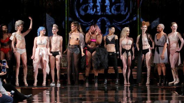Žene operirane od raka dojke na njujorškom Fashion Weeku pokazale ožiljke